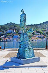 socha Odyssea v přístavu Vathy