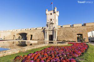 Puerta de Tierra ve městě Cádiz