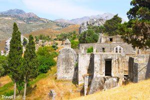 starý klášter v Preveli