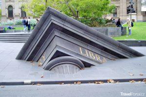 Bořící se knihovna