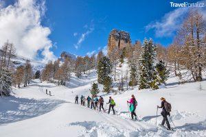 chůze na sněžnicích v Dolomitech