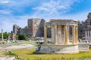 antické ruiny v Side