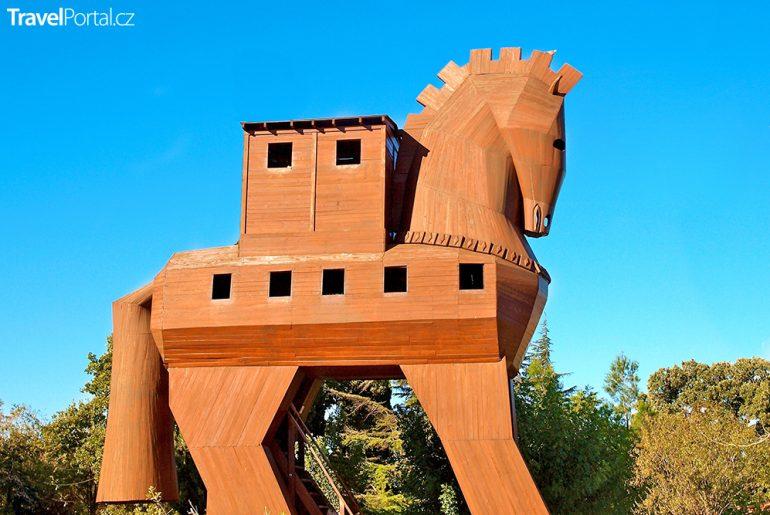 Archeolog Tiboni tvrdí, že trojský kůň vypadal úplně jinak!