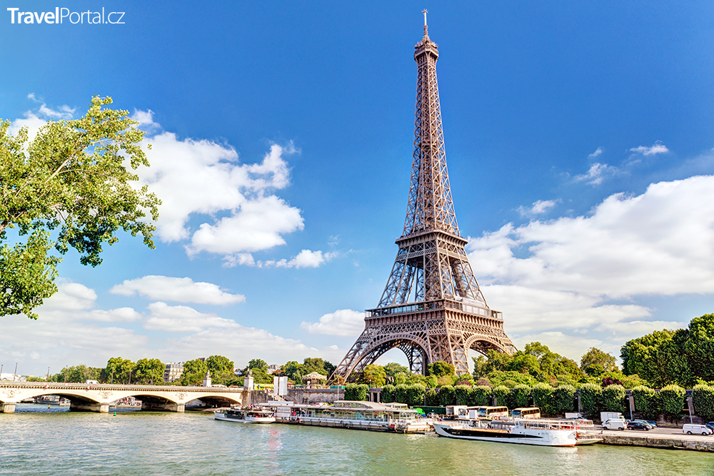 Eiffelova věž a řeka Seina