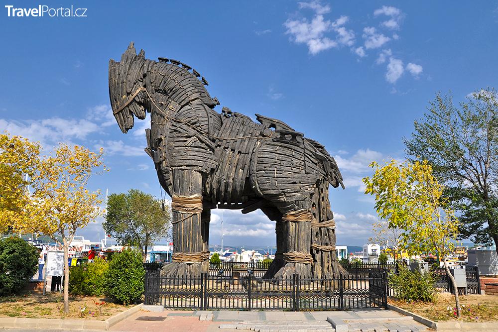 filmová replika trojského koně