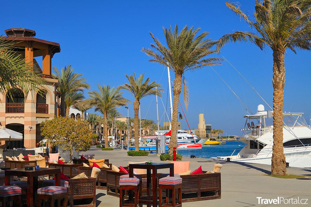 promenáda a přístav v Port Ghalibu