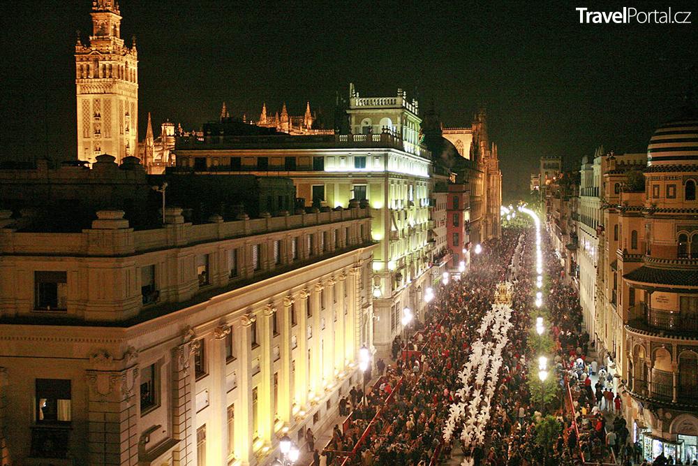 noční průvod v Seville