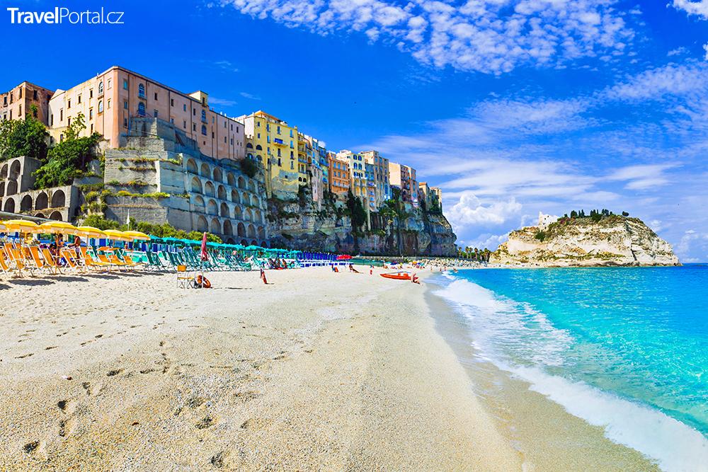 pláž v italském městě Tropea