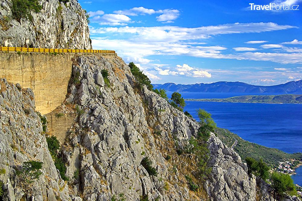 Makarská riviéra v chorvatské části Dalmácie