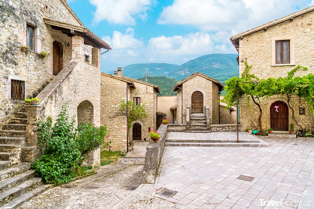 městečko Vallo di Nera
