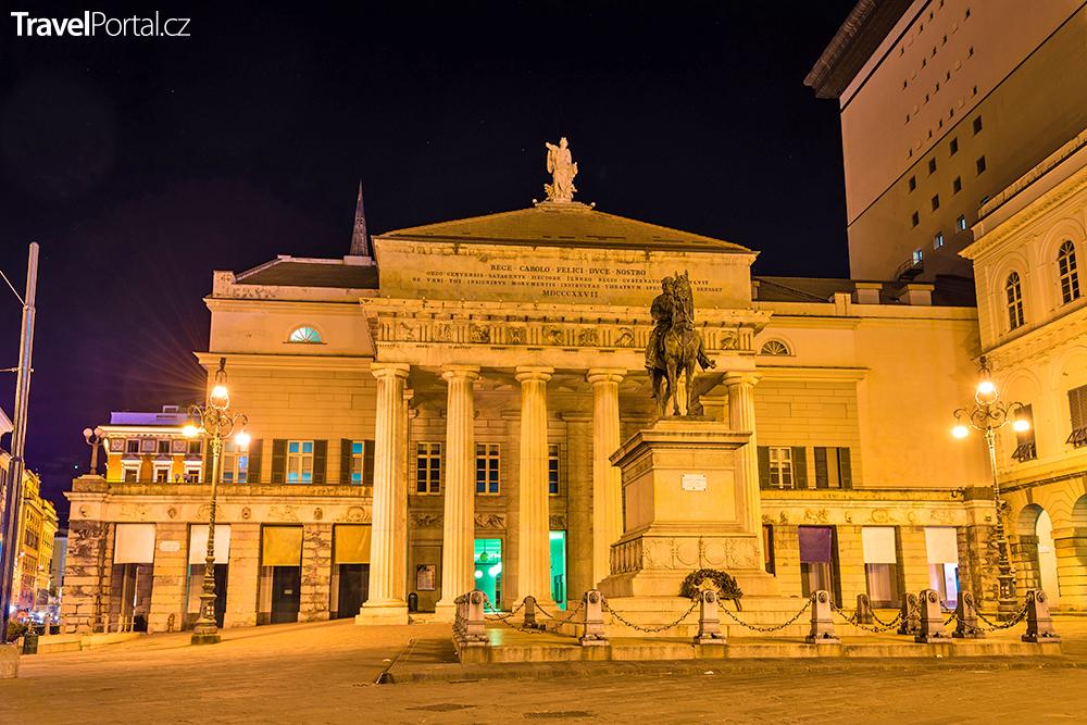 Teatro Carlo Felice ve město Janov
