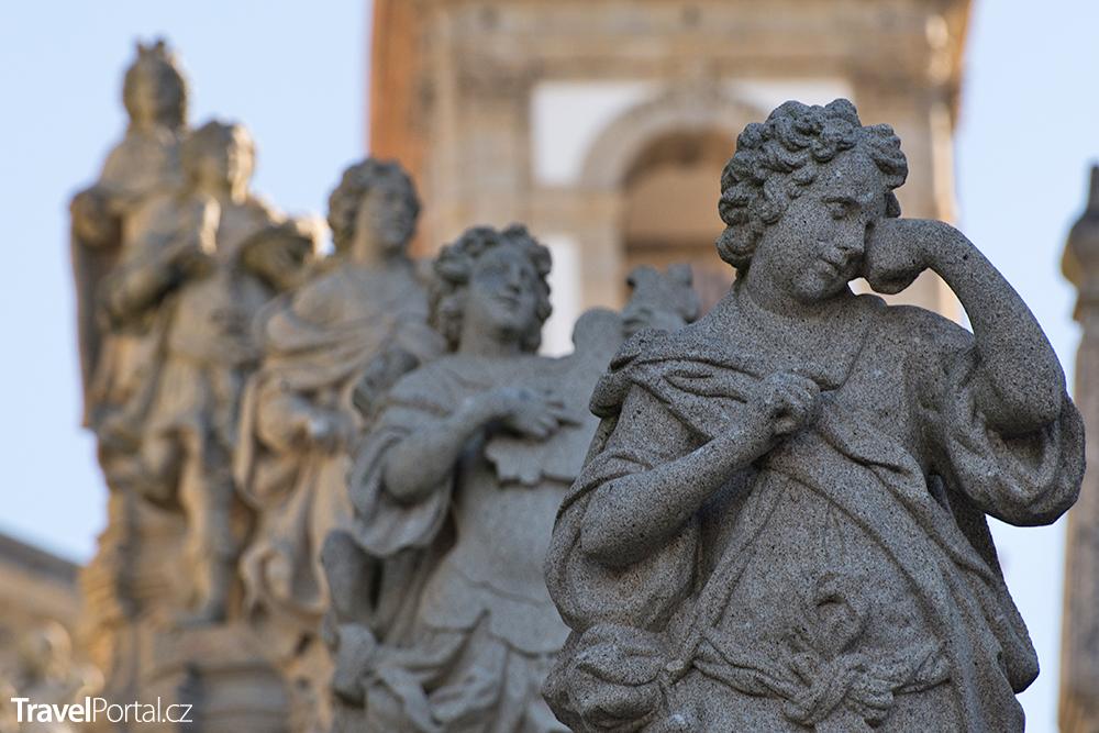 sochy ve svatyni