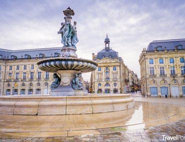 Place de la Bourse ve městě Bordeaux