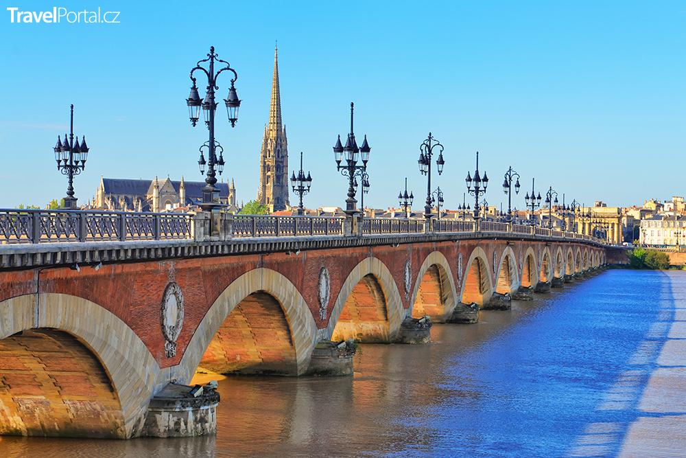 Pont de pierre v Bordeaux