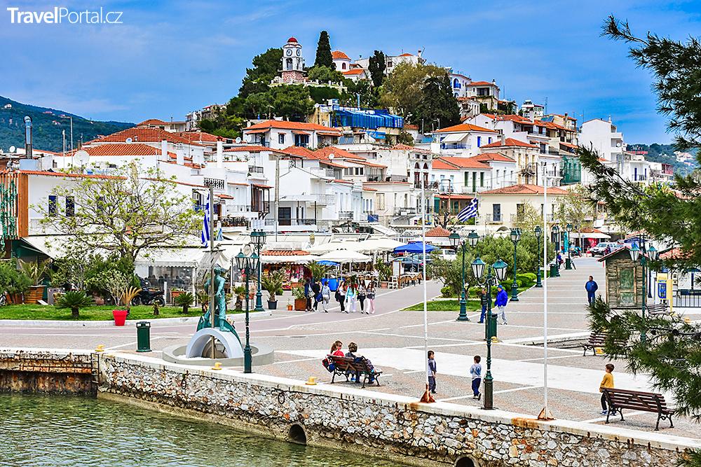 město Skiathos