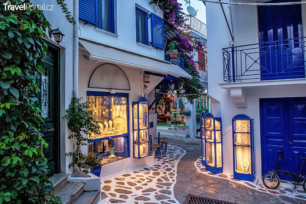 nádherná ulička na ostrově Skiathos