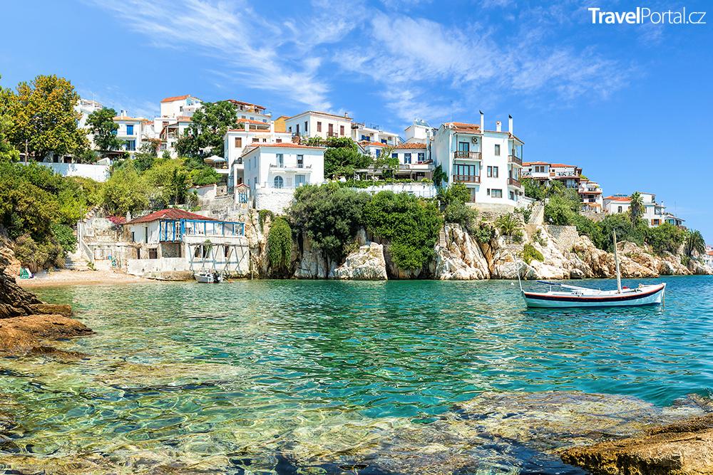 starý přístav na ostrově Skiathos