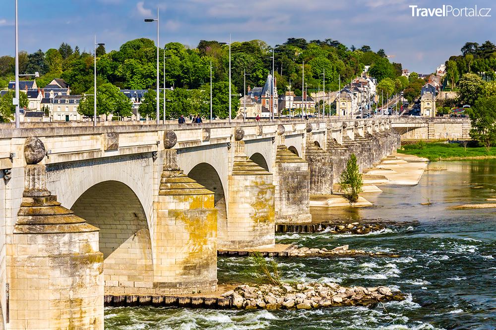 Pont Wilson ve městě Tours