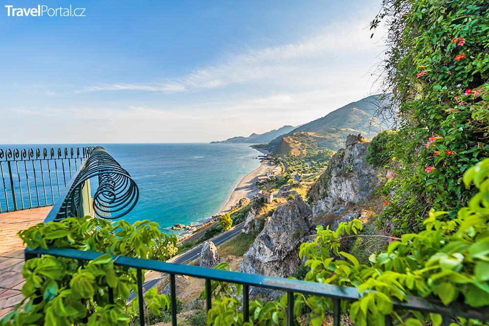 pláž na ostrově Sicílie