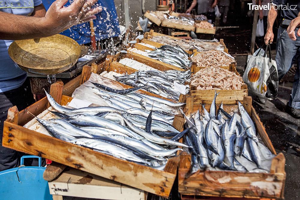 rybí trh ve městě Catania