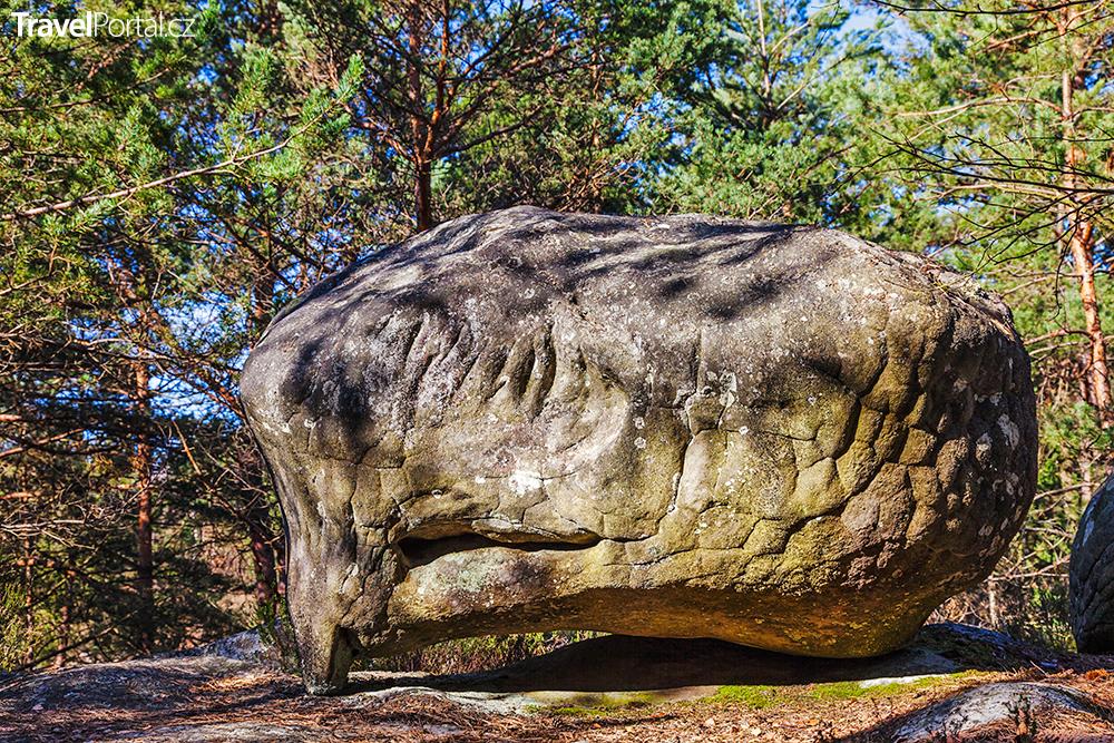 kámen v okolních lesích
