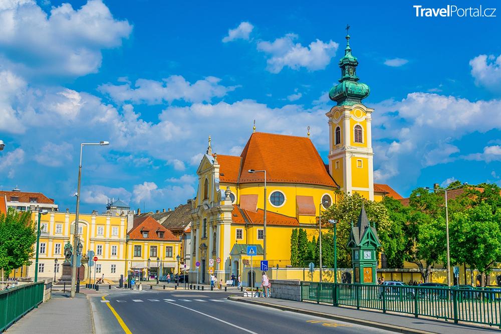 karmelitánský kostel ve městě Győr