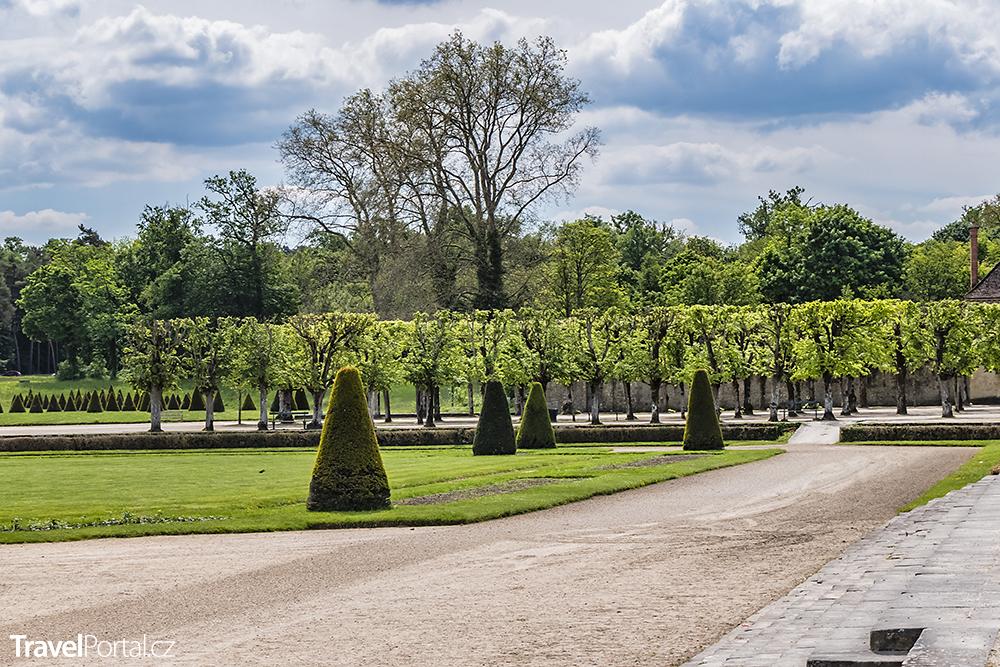 park v okolí paláce