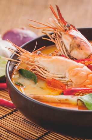 Thajská polévka Tom Yum Goong vás uchvátí ostrokyselou chutí