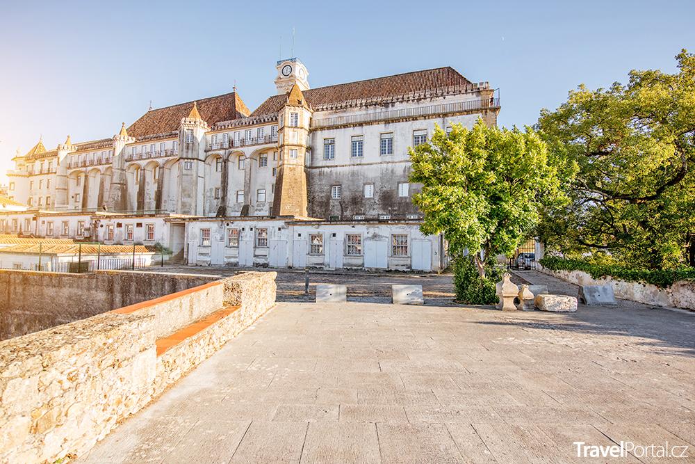 budova univerzity v portugalském městě Coimbra