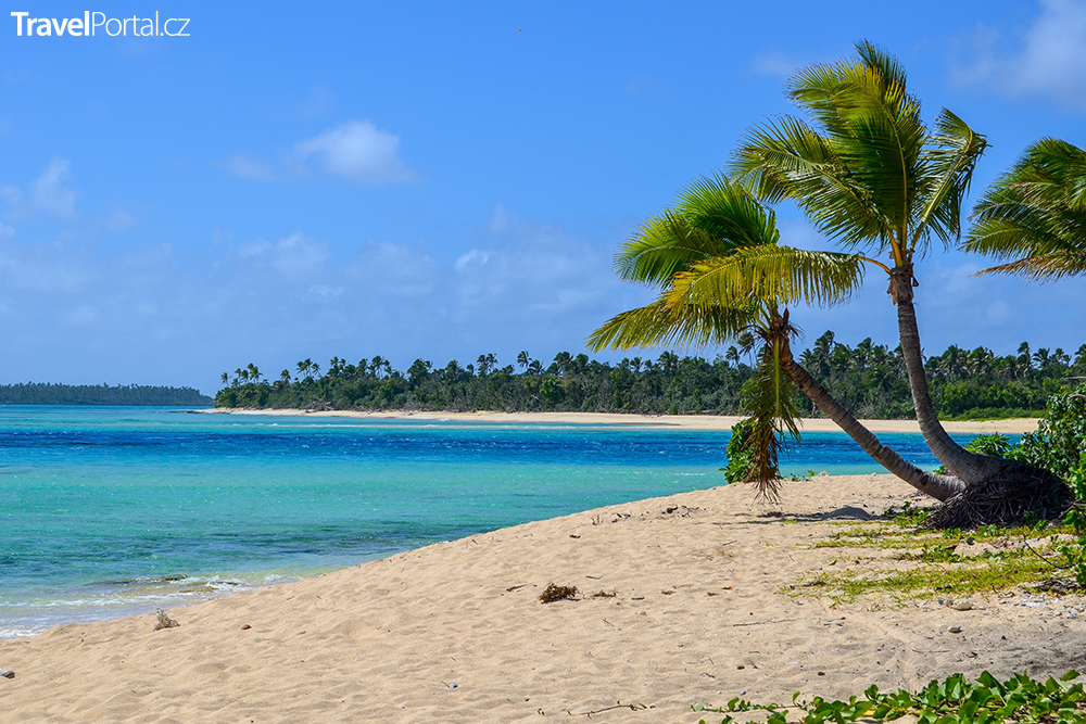 pláž na ostrově Foa spadajícím do skupiny Ha'apai