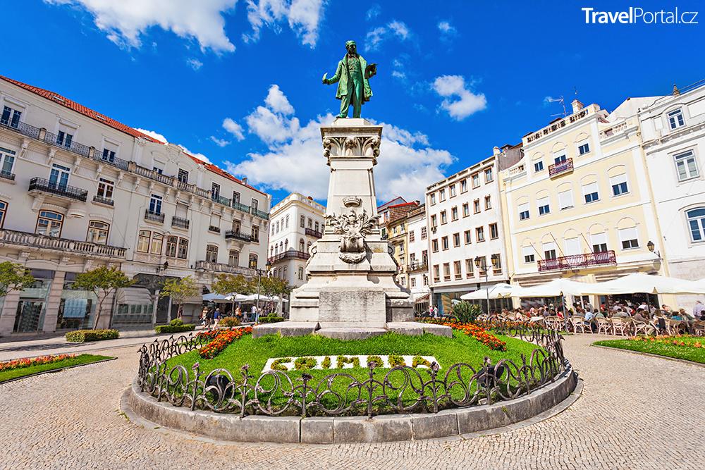 politik Joaquim António de Aguiar má ve městě Coimbra svůj pomník