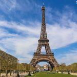 uvnitř Eiffelovy věže otevřeli vinařství La Winerie Parisienne