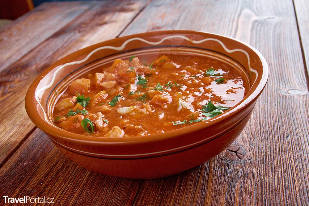 Bacalao ajoarriero je jednou ze specialit španělské Aragonie