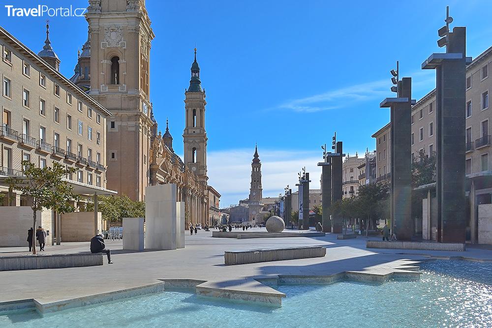 Plaza del Pilar ve městě Zaragoza