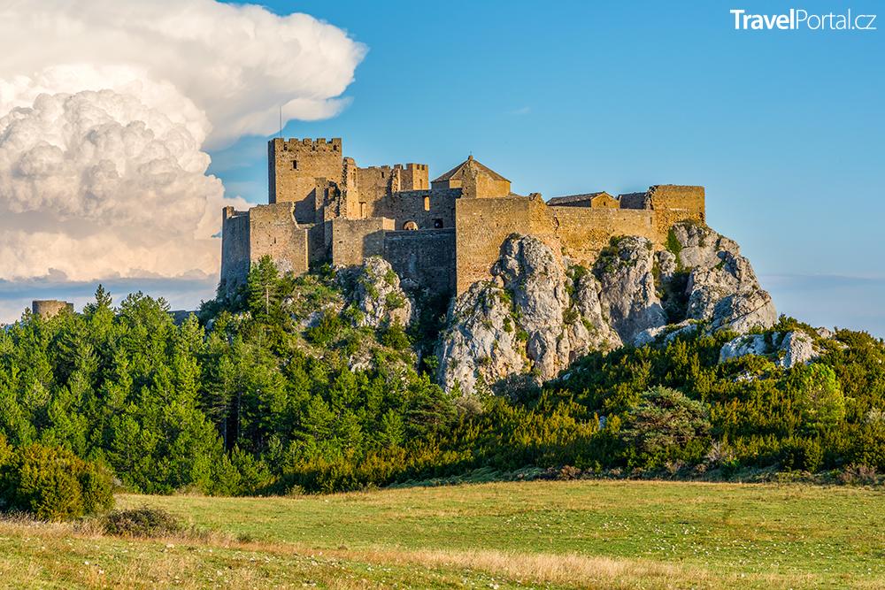 hrad Loarre ve španělském autonomním společenství Aragonie