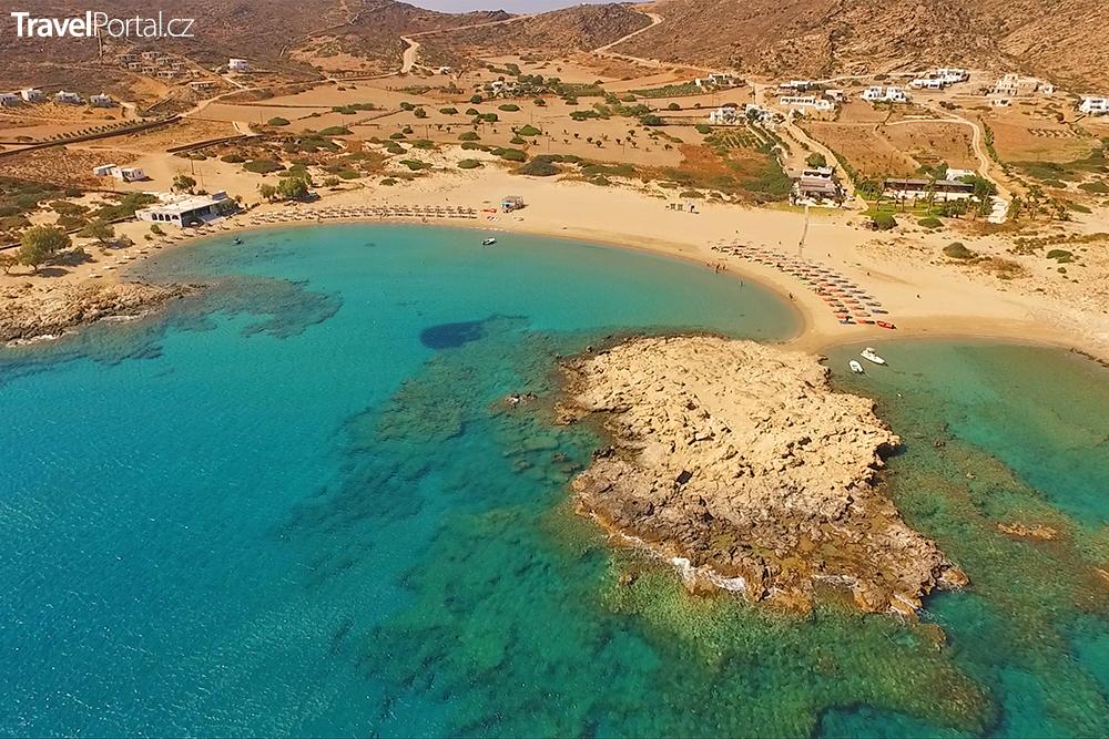 pláž Manganari na ostrově Ios