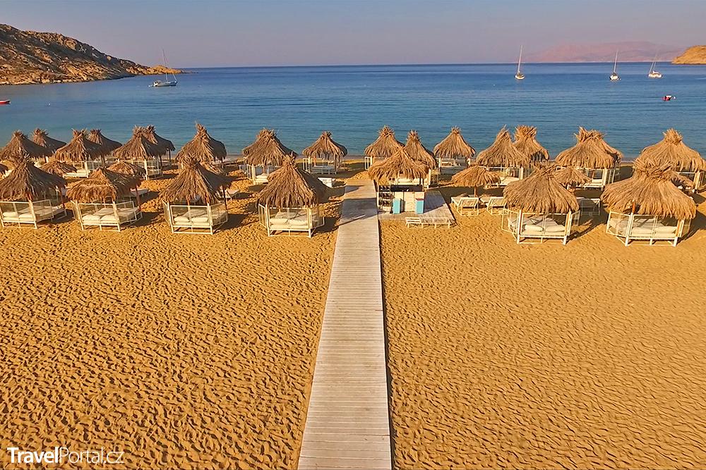 pláž Mylopotas na řeckém ostrově Ios