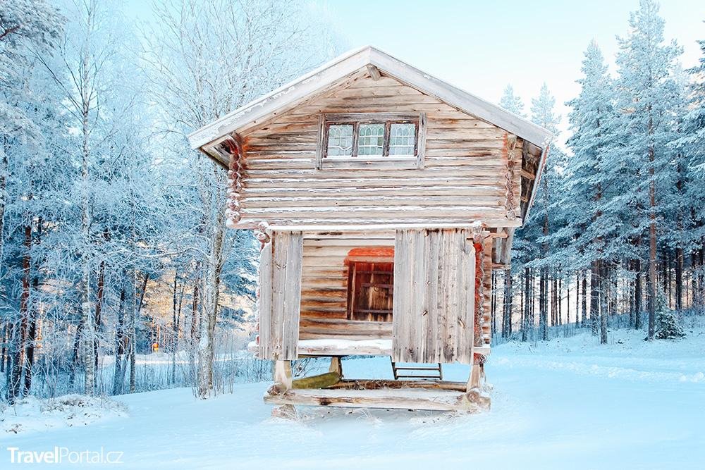 tradiční dřevěná chata ve švédské oblasti Dalarnas