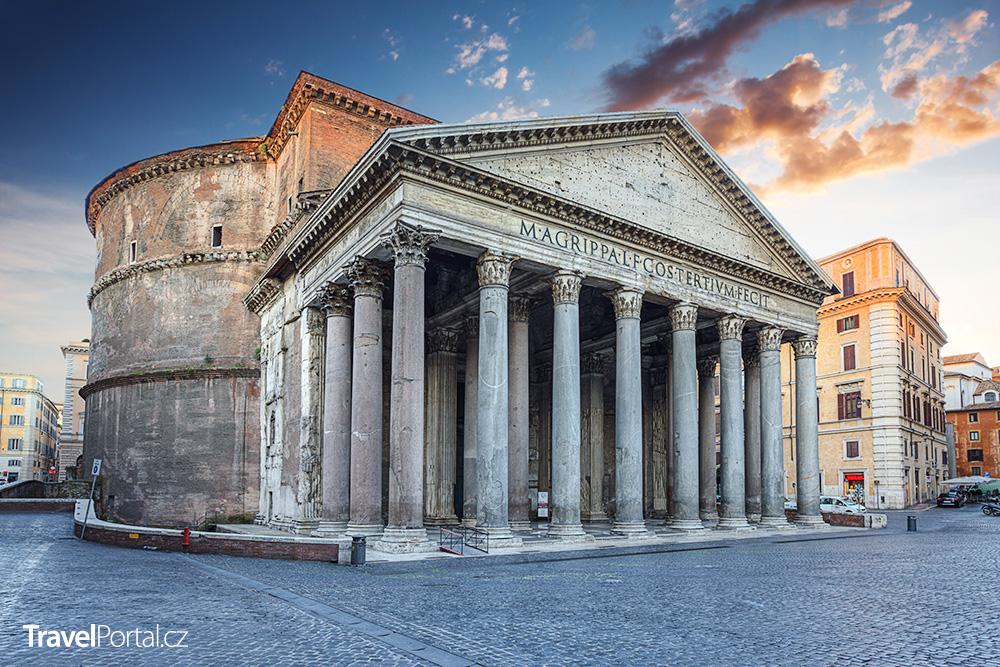 římský Pantheon po ránu