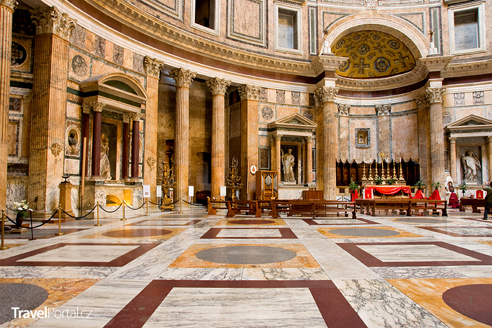 interiér římského Pantheonu