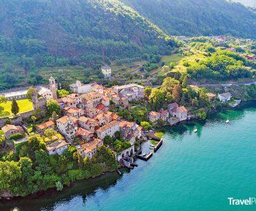 italská vesnice Corenno Plinio