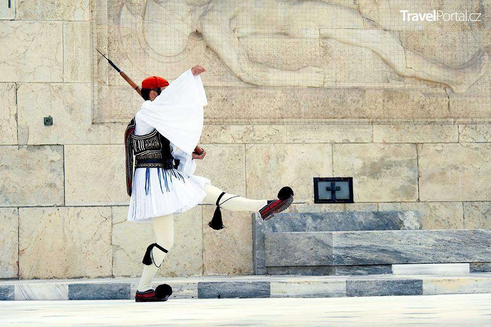 stráž před řeckým parlamentem ve městě Athény