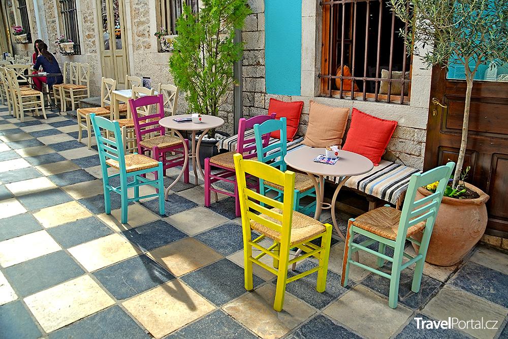 venkovní kavárna ve městě Athény
