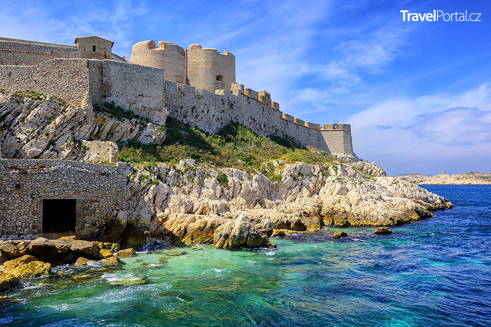 pevnost If na stejnojmenném ostrově nedaleko Marseille