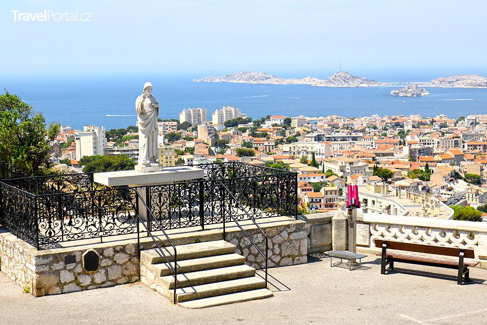 výhled na Marseille od baziliky Notre-Dame de la Garde