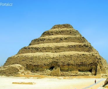 Džoserova pyramida neboli Stupňovitá pyramida v Sakkáře