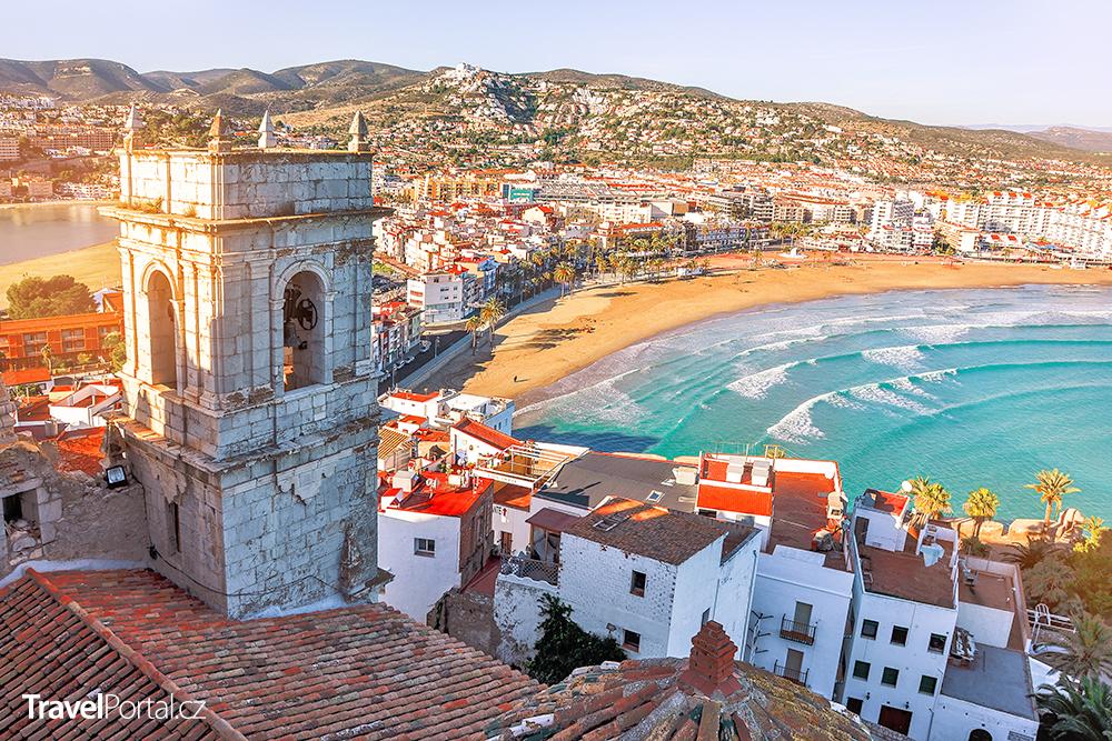 hrad a pláž Peniscola ve Španělsku