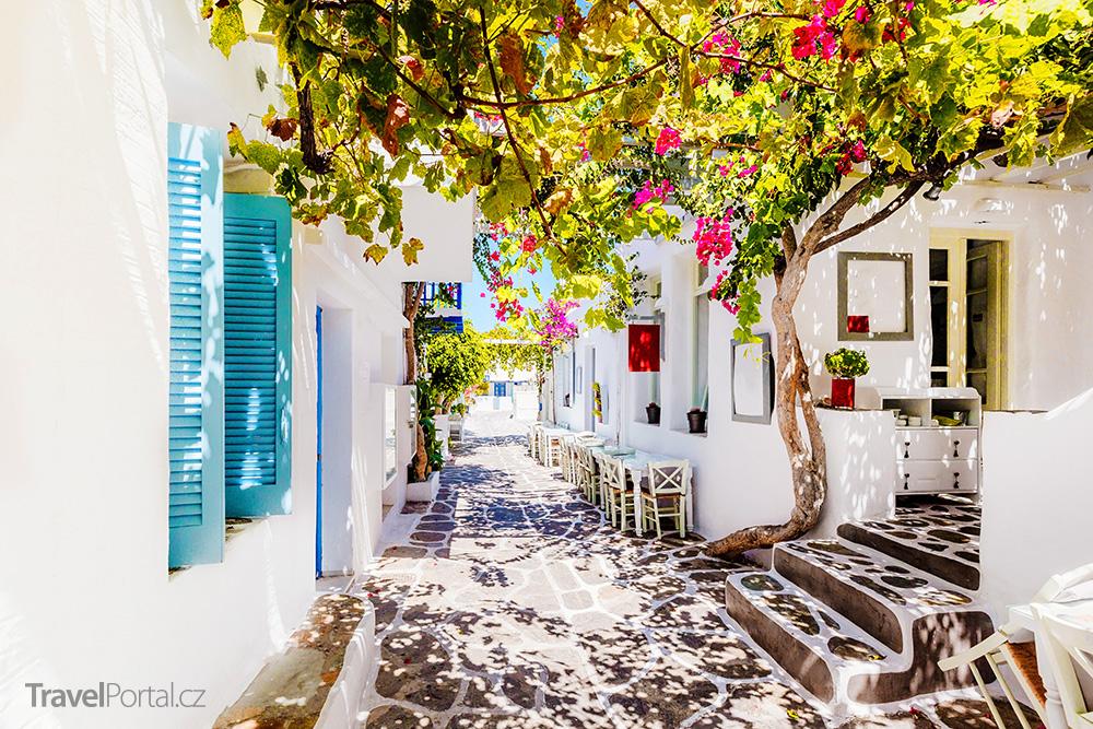 nádherná ulička na ostrově Paros