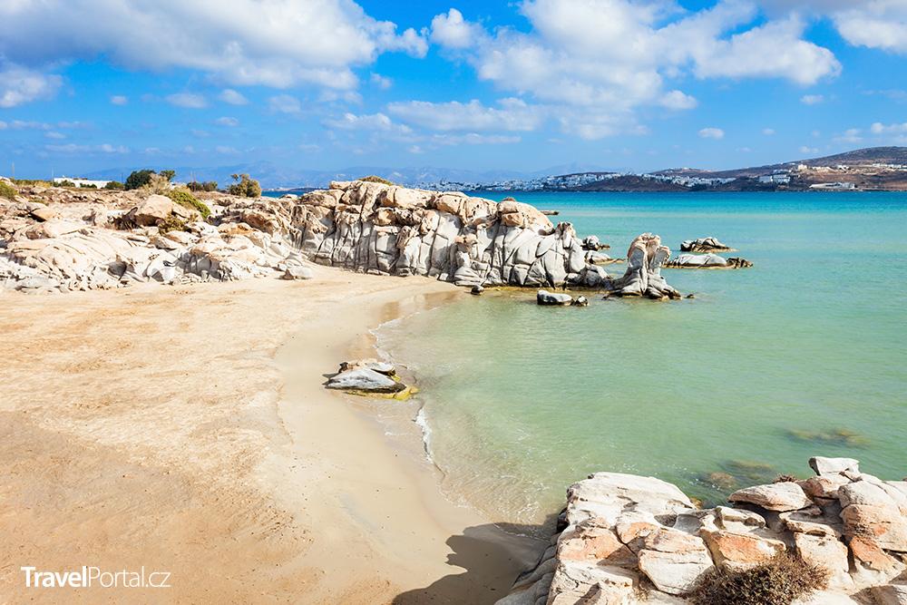 pláž Kolimbithres na ostrově Paros