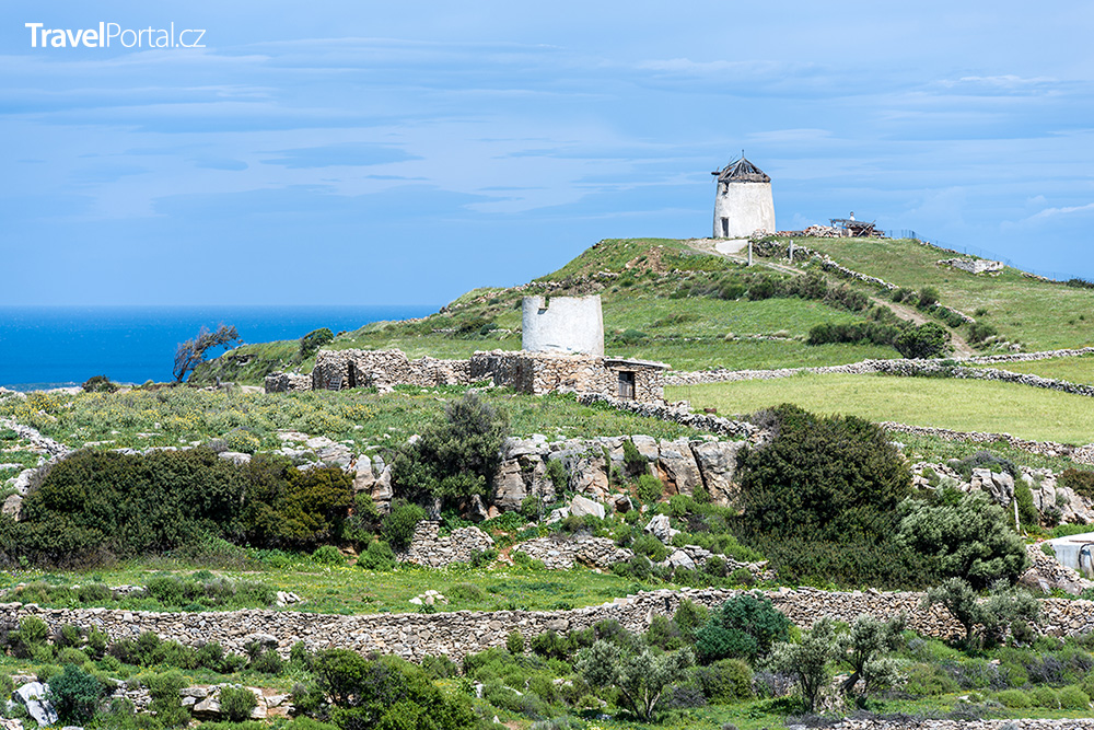 větrné mlýny ve vesnici Lefkes na ostrově Paros
